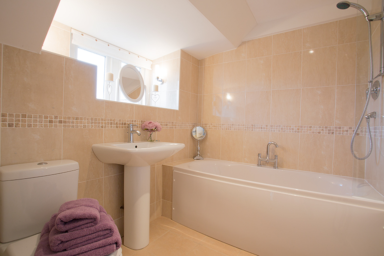 holiday cottage near Alnwick luxury bathroom in Kirkstone