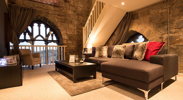 luxurious lounge at pottergate tower with smart tv