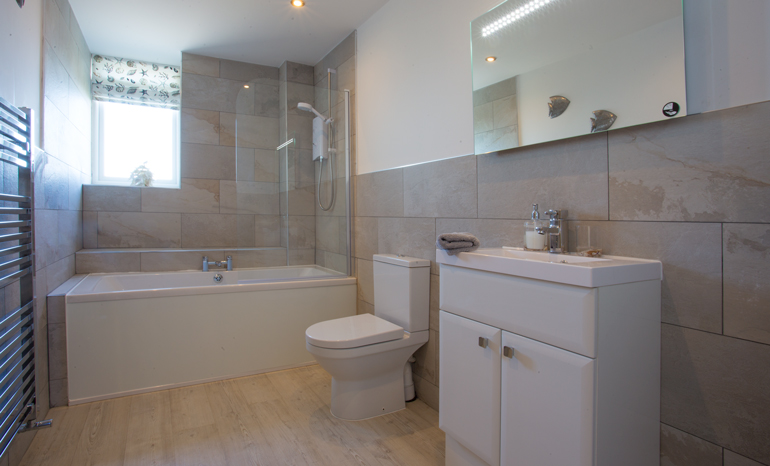 luxury bathroom at bay view, bay view holiday cottages, cottages in amble sea front, coastal cottages alnwick