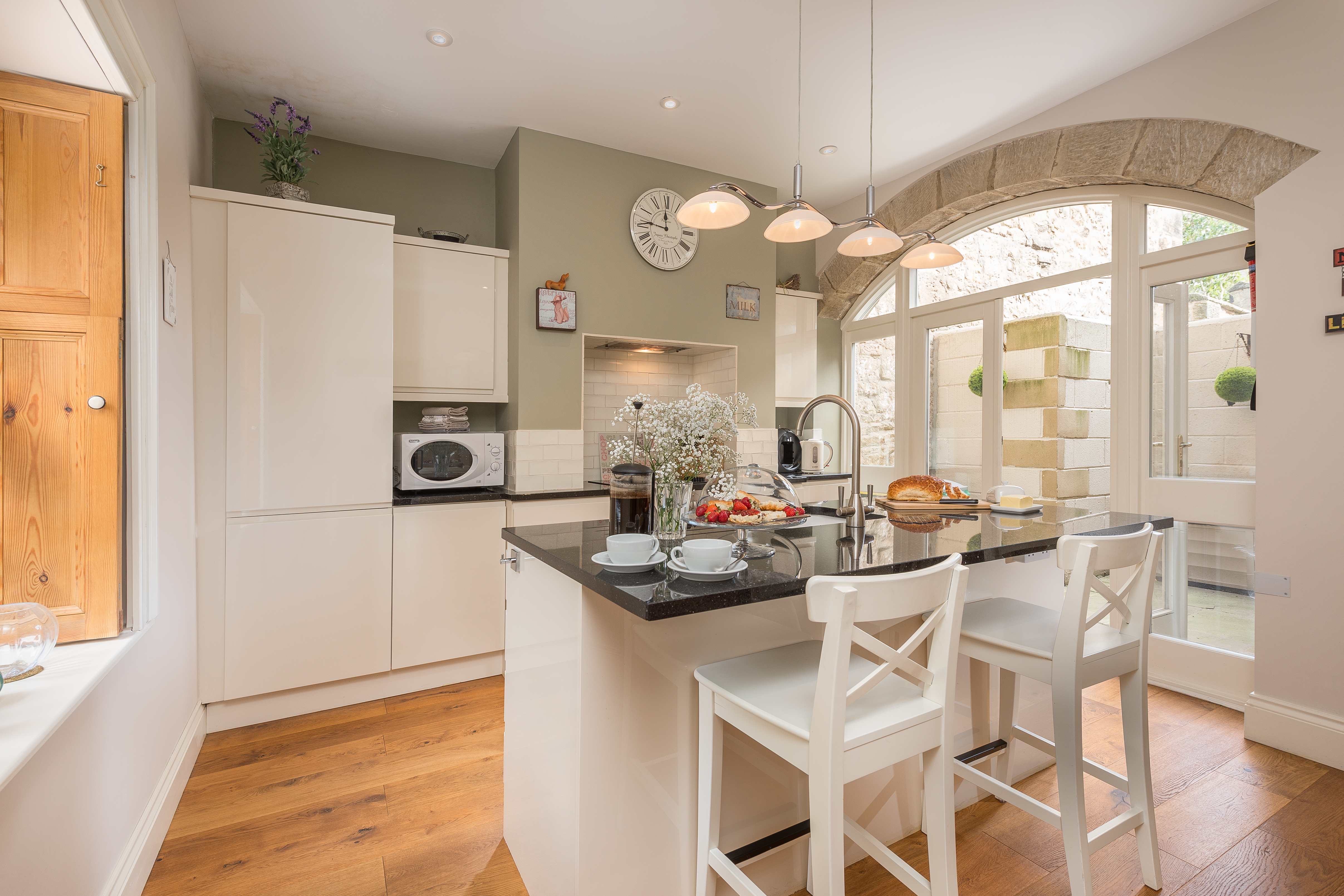 earls cottage in Alnwick luxury townhouse boutique hotel Alnwick for a wedding, accommodation close to Alnwick Gardens and Treehouse, dog friendly pets welcome cottages Alnwick 5 star