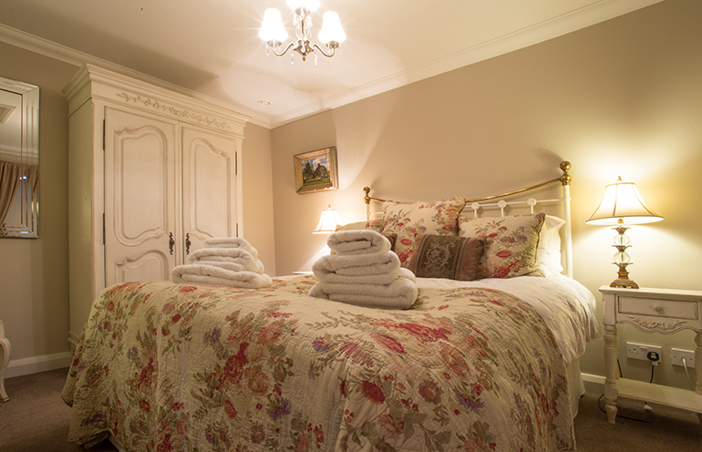 luxury holiday cottages for couples pet friendly accommodation on 1 level suitable for elderly