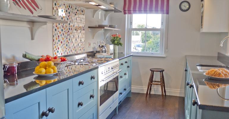 holiday_cottage_with_emma_bridgewater_tiles