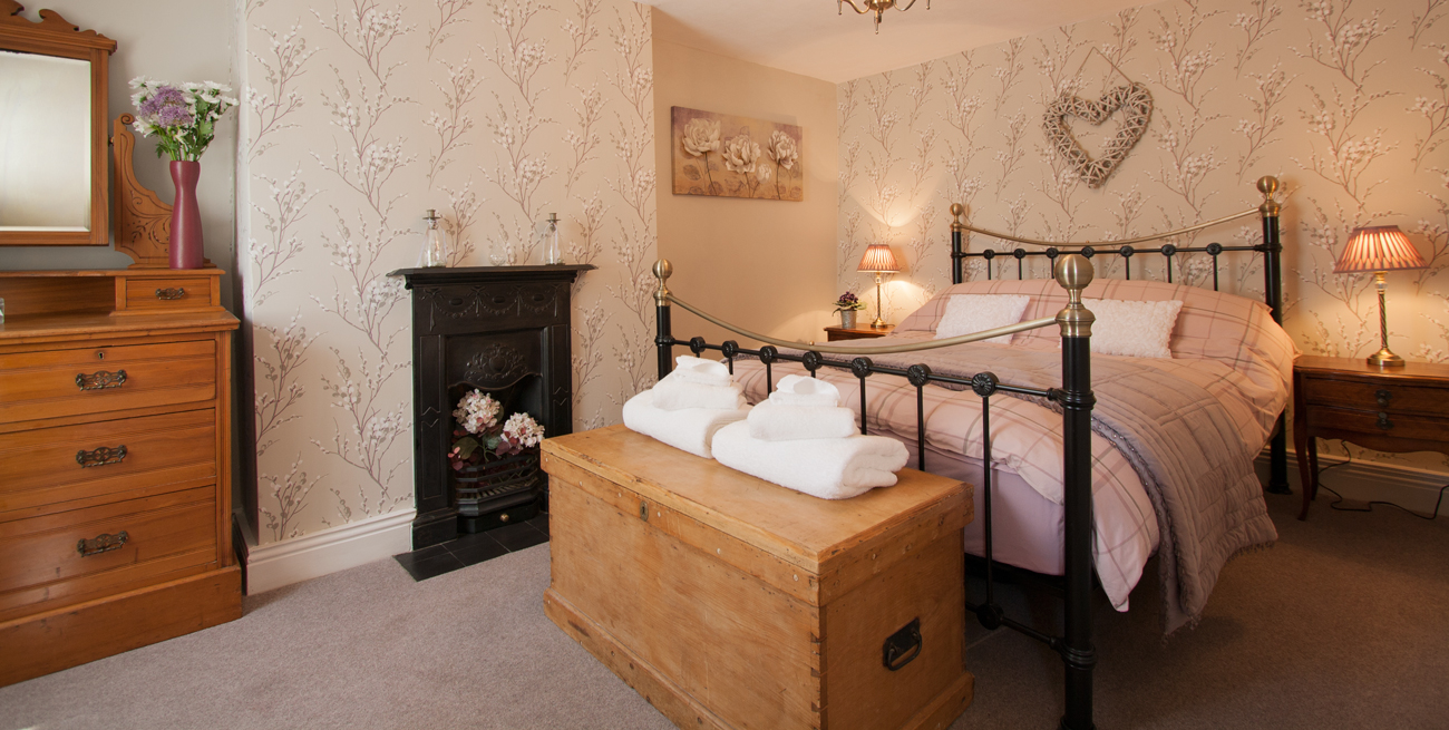 Warkworth luxury holiday cottage for couples, romantic cottages in Northumberland that allow dogs, romantic places to stay in Northumberland
