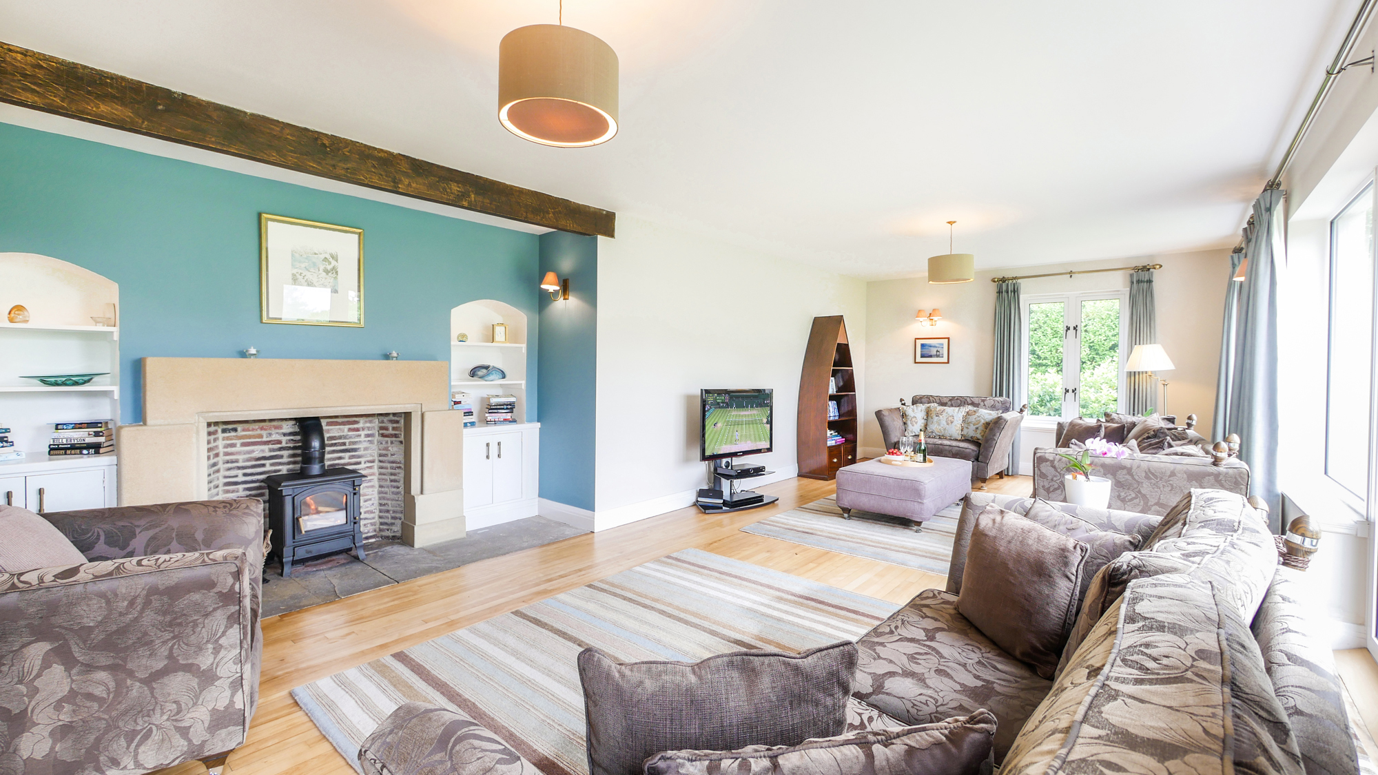 luxury holiday homes in Northumberland for 10 people, large luxury holiday cottages in Alnmouth walking distance to the beach