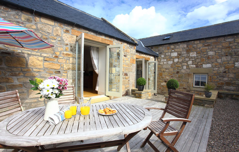 hermitage cottage in Warkworth village Northumberland, holiday cottages for families and dogs with countryside views and a wood burning stove, self-catering luxury holiday cottages in Warkworth near Alnwick