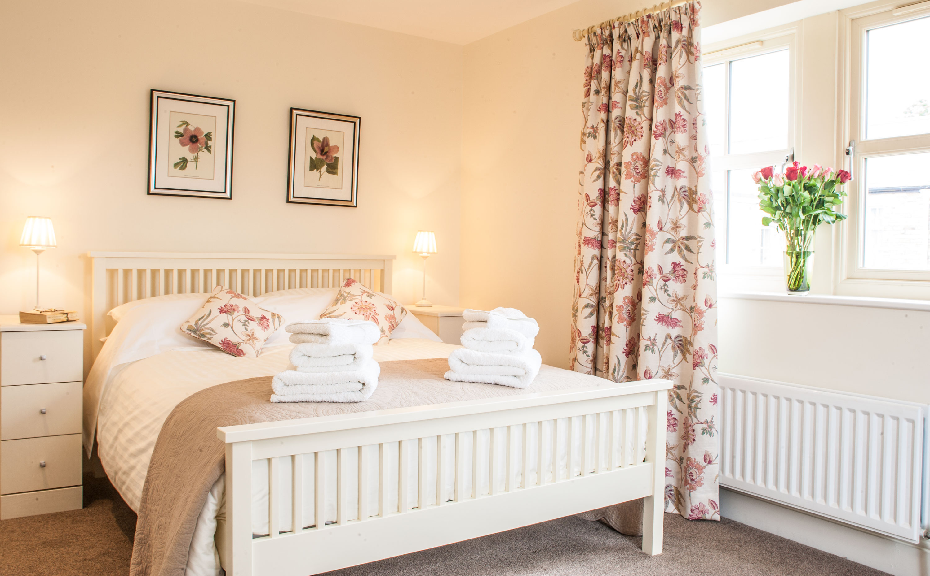 gorgeous self-catering holiday cottages in Warkworth pet friendly private parking with a garden close to the beach