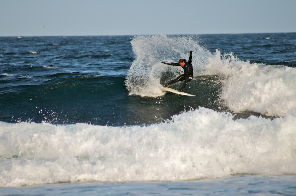 surfing Beadnell Bay Northumberland, places to surf in Northumberland, surf lessons Amble
