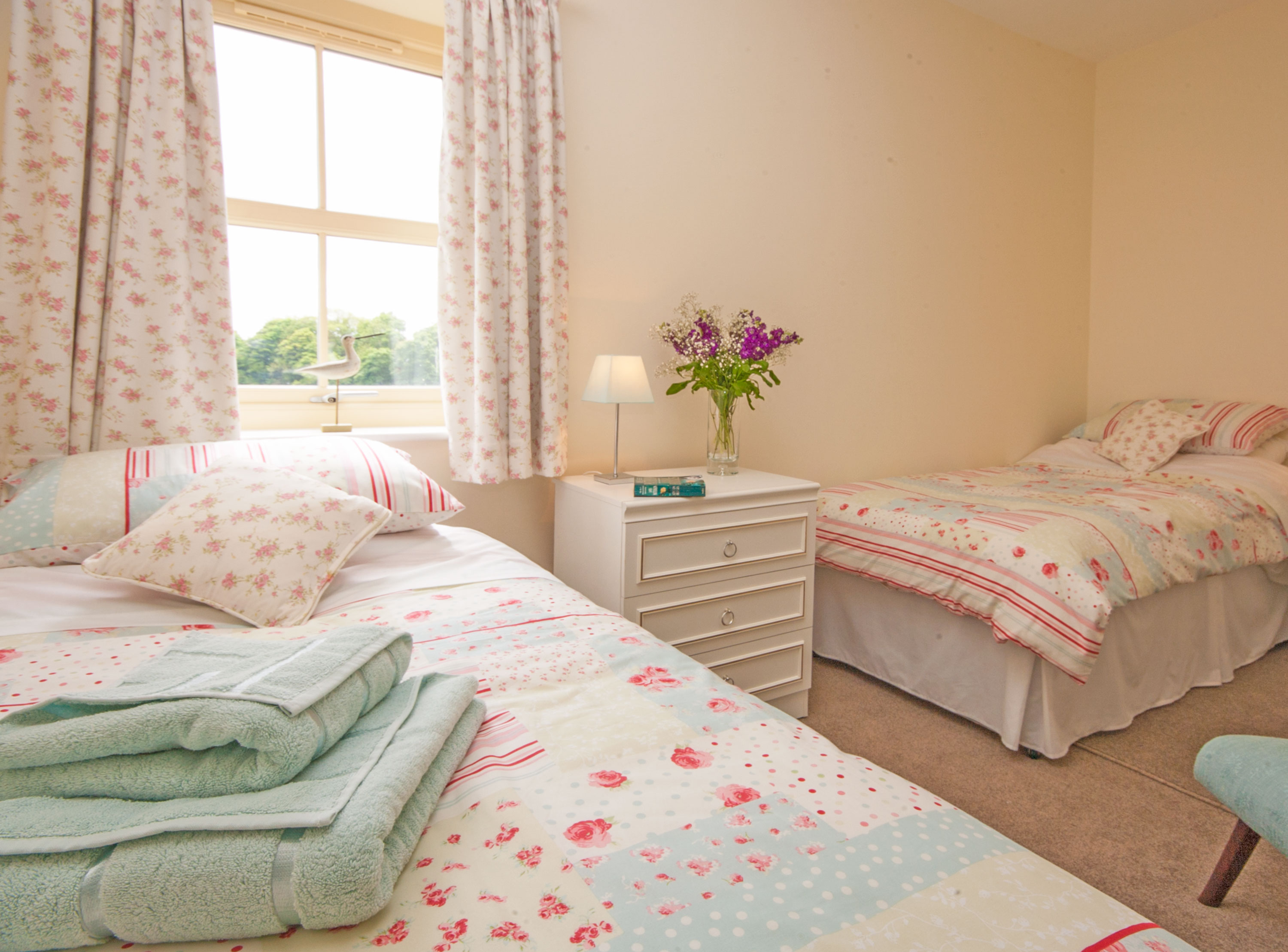 luxury holiday cottages in Warkworth village next to the beach