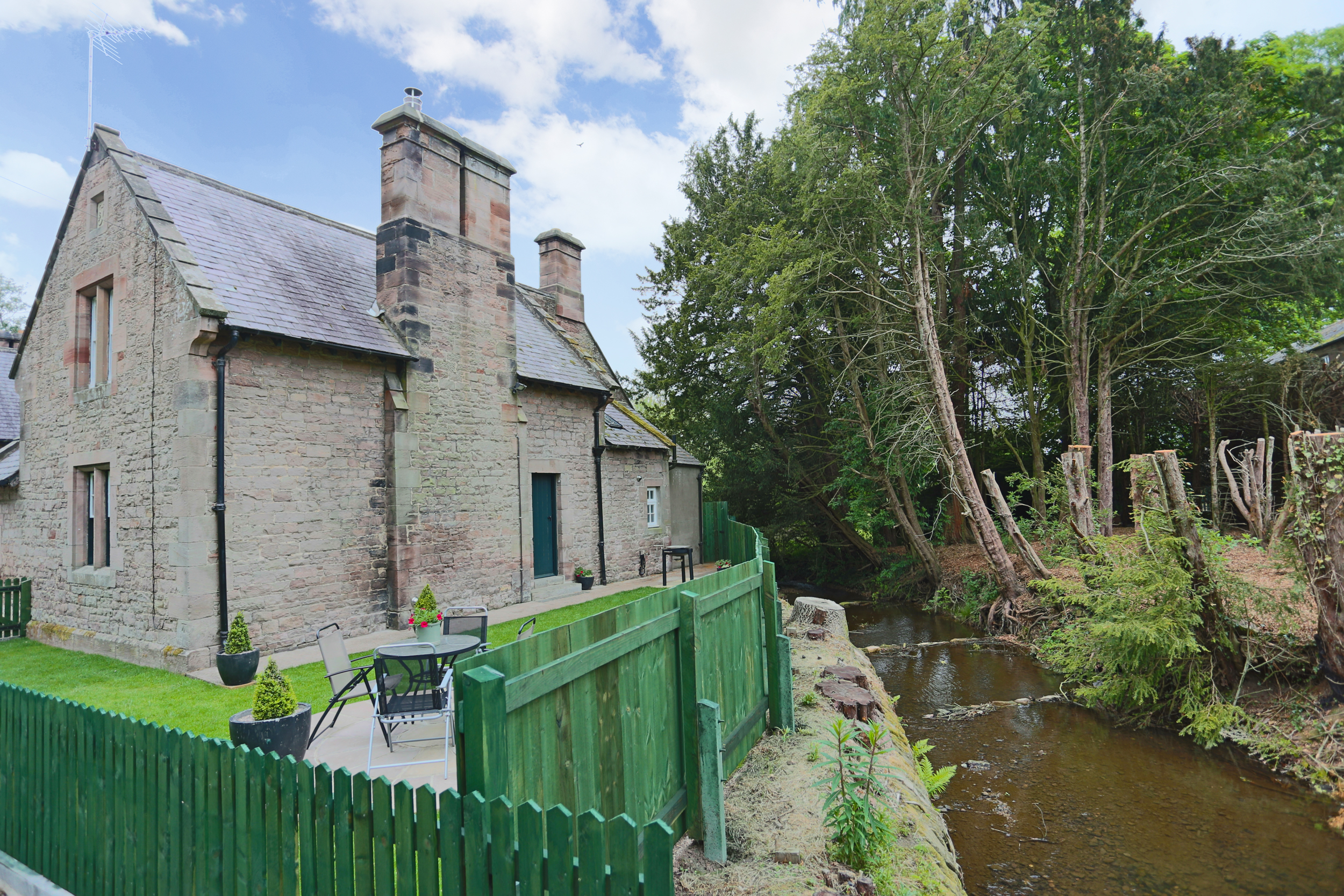 cottages near rivers in Northumberland, cottages in historic locations in Northumberland