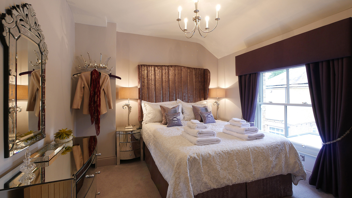Honeybee Cottage luxury honeymoon accommodation in Northumberland near the coast pets welcome
