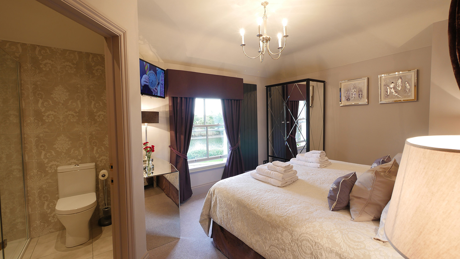 Honeybee Luxury Holiday Cottage near Alnmouth Northumberland accepts pets