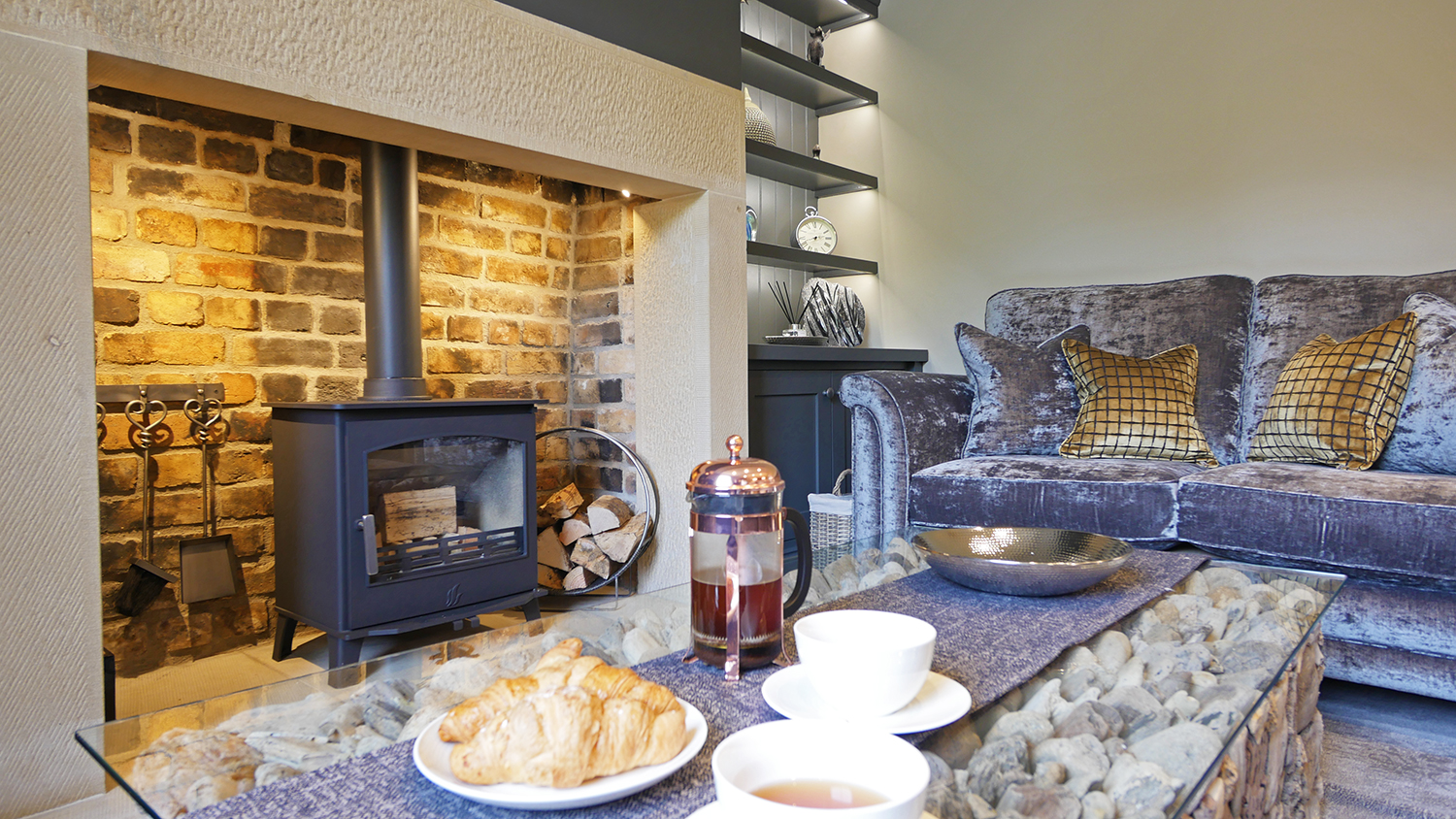 holidays to Northumberland in best accommodation with dogs close to the beach coast
