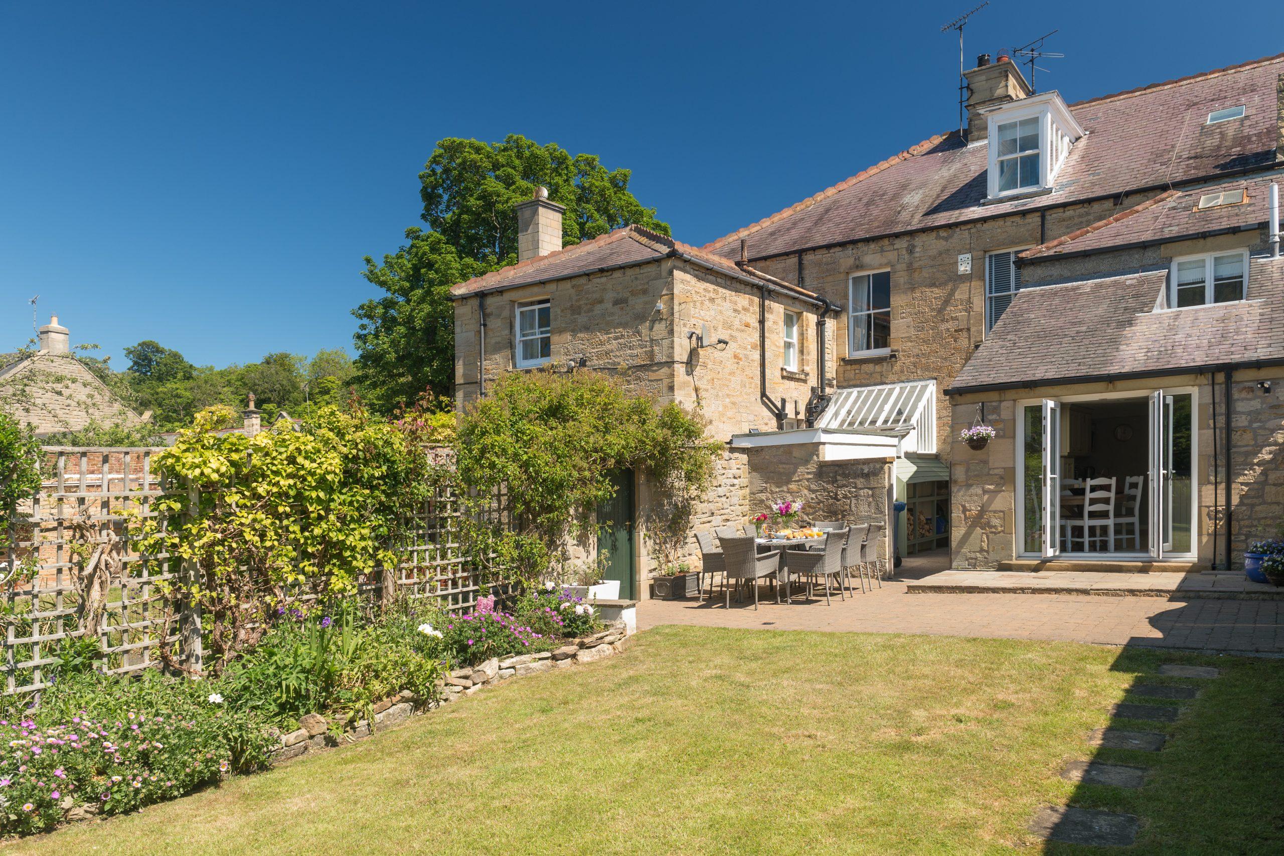 Heron House in Warkworth Northumberland enclosed pet friendly gardens