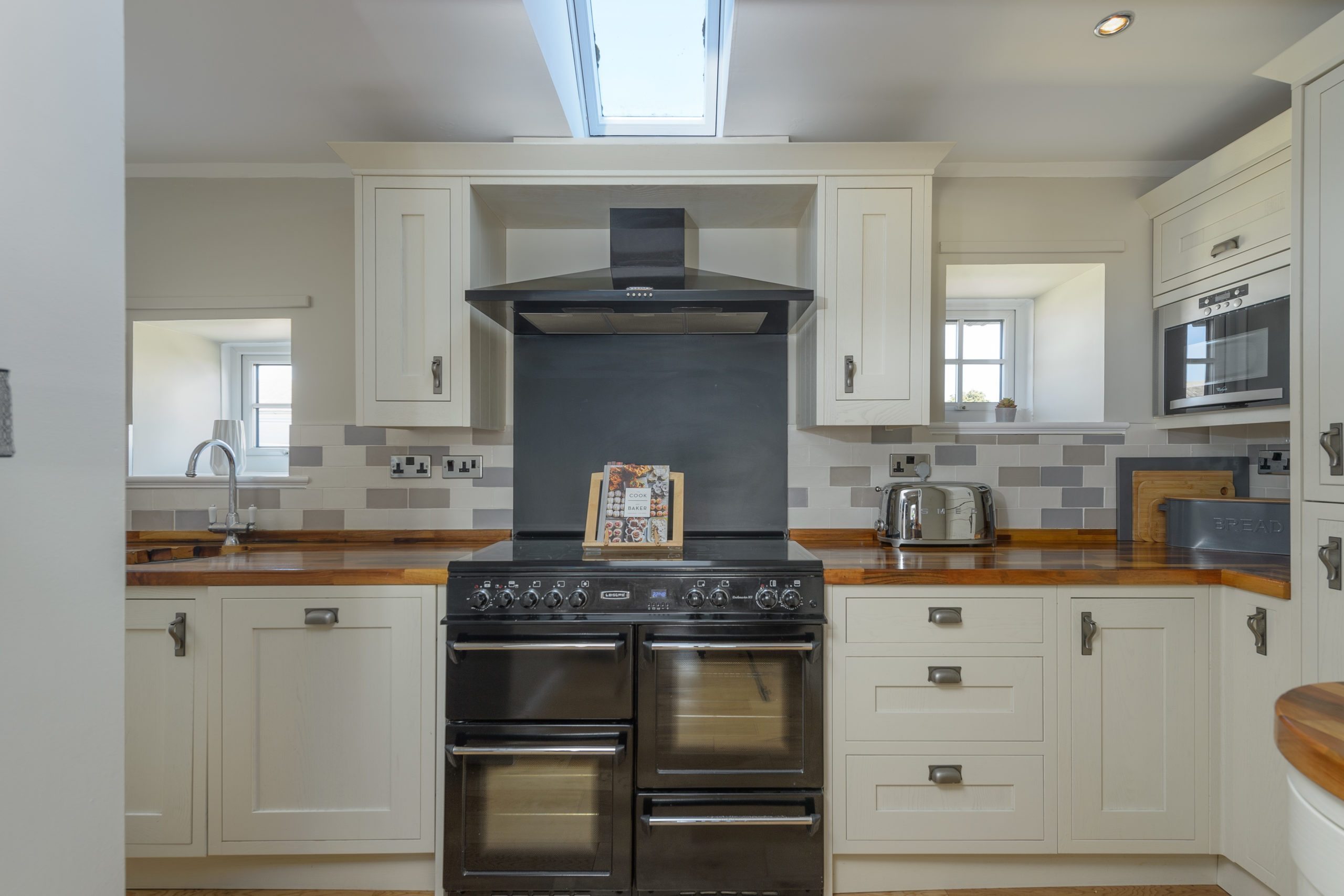 kitchen stove at the oystercatcher beadnell northumberland seaside harbour beach coastal holiday cottage luxury