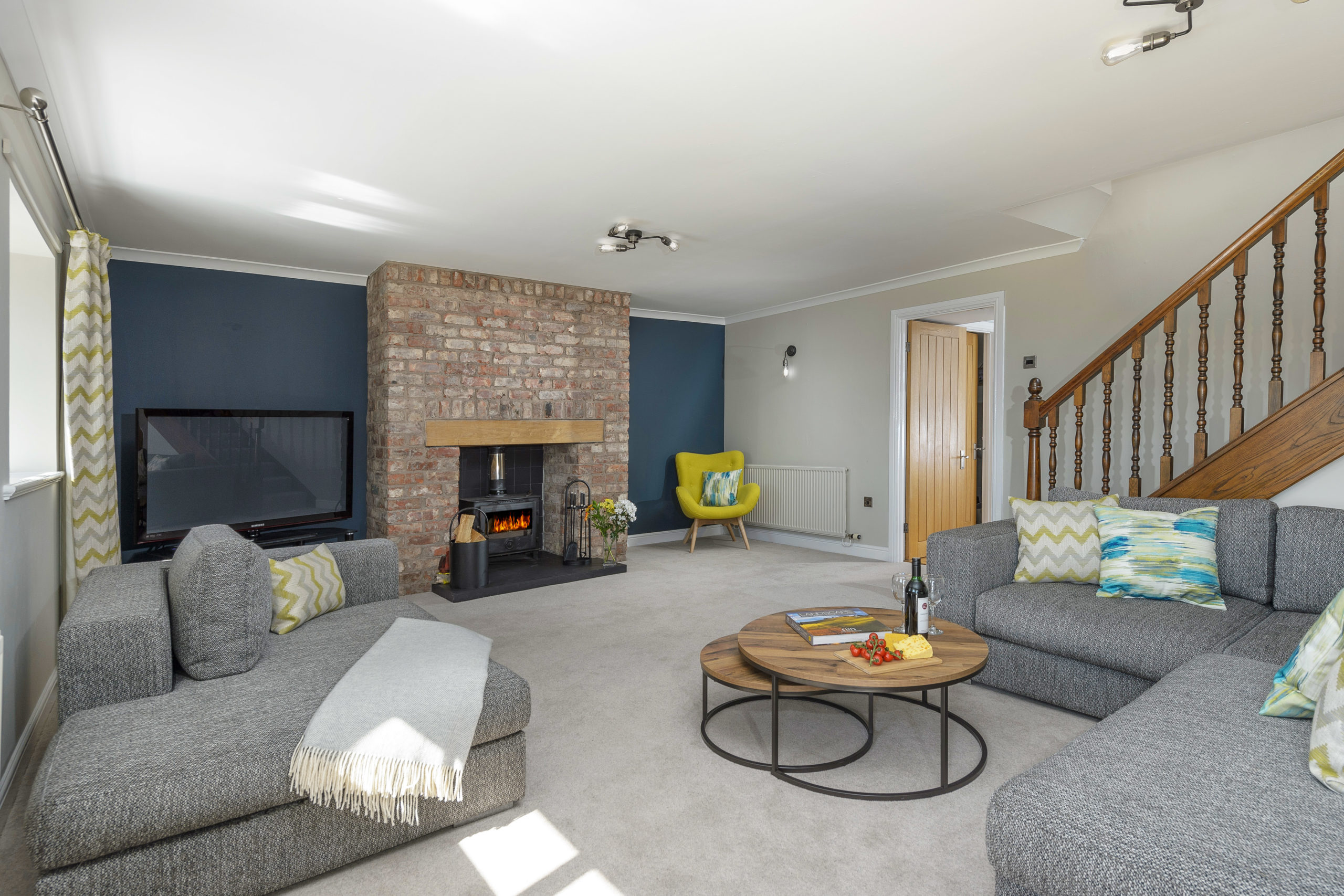 spacious luxurious lounge at the oystercatcher beadnell northumberland seaside harbour beach coastal holiday cottage luxury